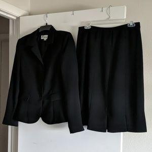 Le Suit Black Business Suit Size 8